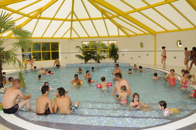 camping vende piscine couverte